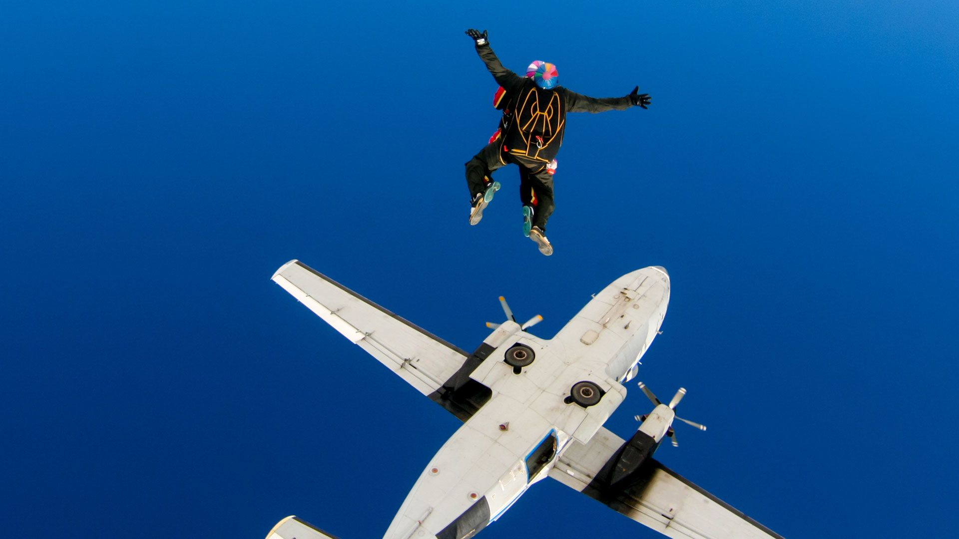 lefogy az ejtőernyőzés