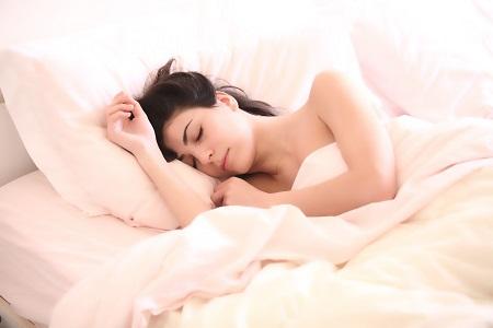 az alvás segíthet a fogyásban